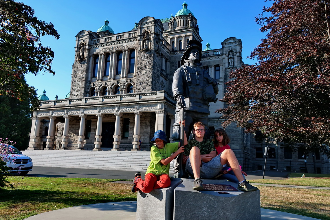 Kids with a fireman and the parliament of British Columbia