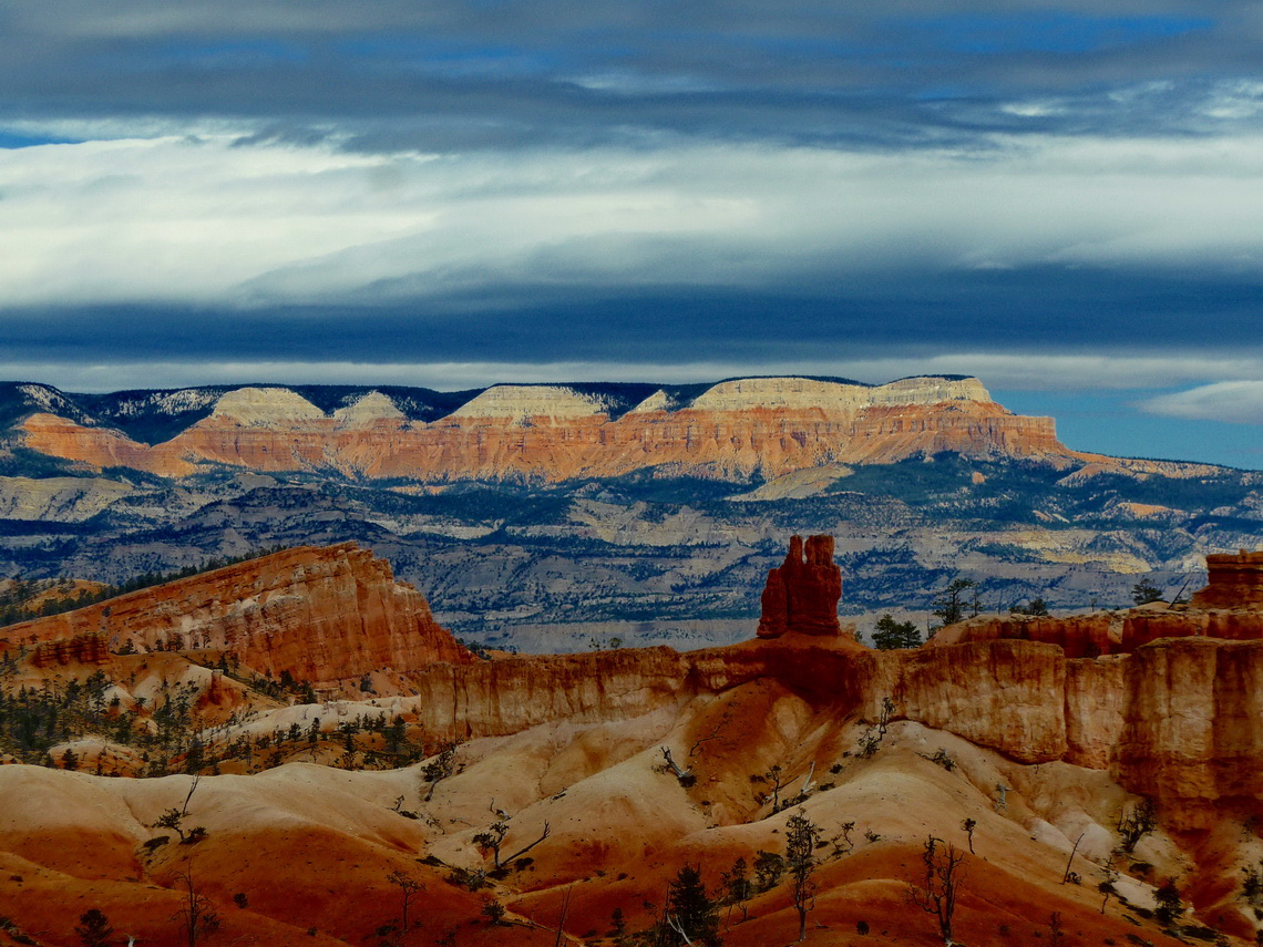 Eastern view from the rim of Bryce Canyon