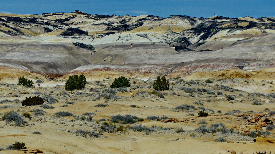 Colorful badlands of De Na Zin
