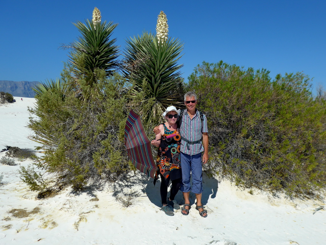 Marion and Alfred with Yucca flowers in the dunes Dunas de Yeso