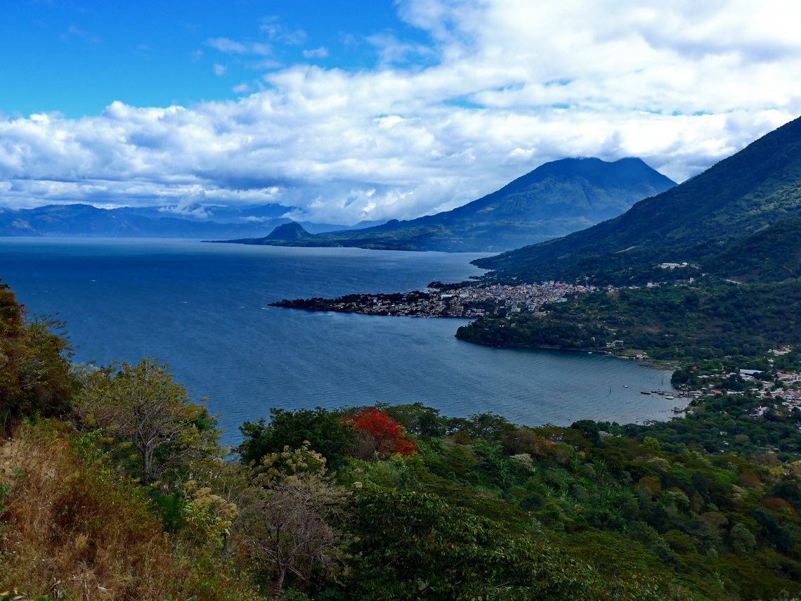 Lago Atitlan seen from the ascent to Nariz del Indio