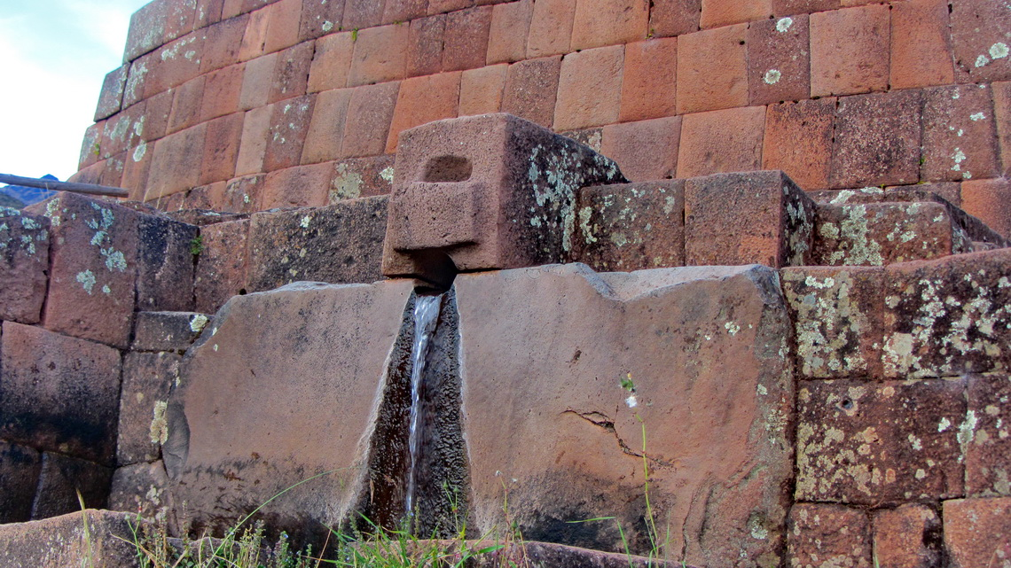 Fountain in Pisaq with a typical very precise Inca wall made by huge stones
