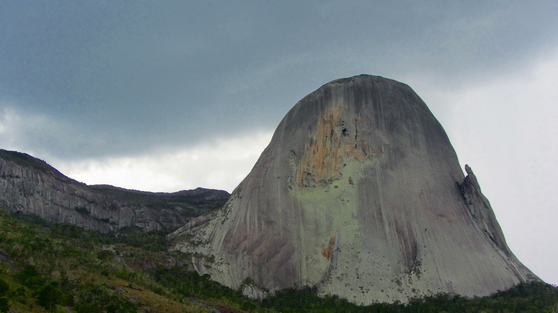 "North face of Pedra Azul with the hooky rock ""The Lizard""on the left"