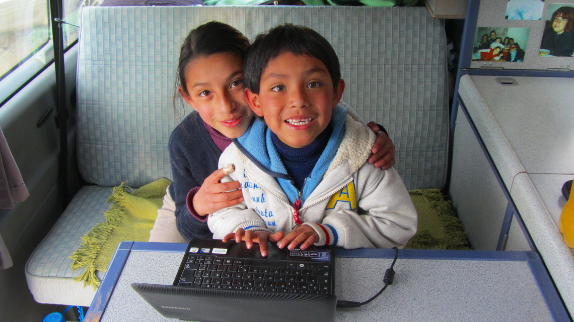 Eduardo's kids are enjoying the games on our Netbook