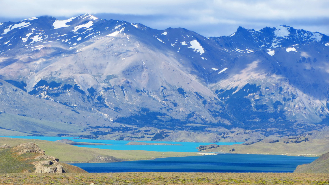 The isthmus of Lago Belgrano which divides cobalt blue and aquamarine blue water
