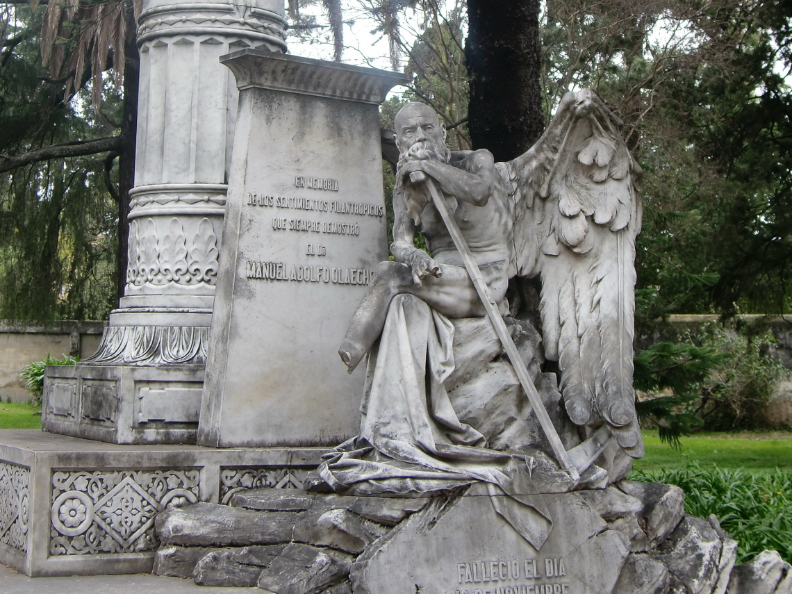 Monument in the cemetry of Paysandu