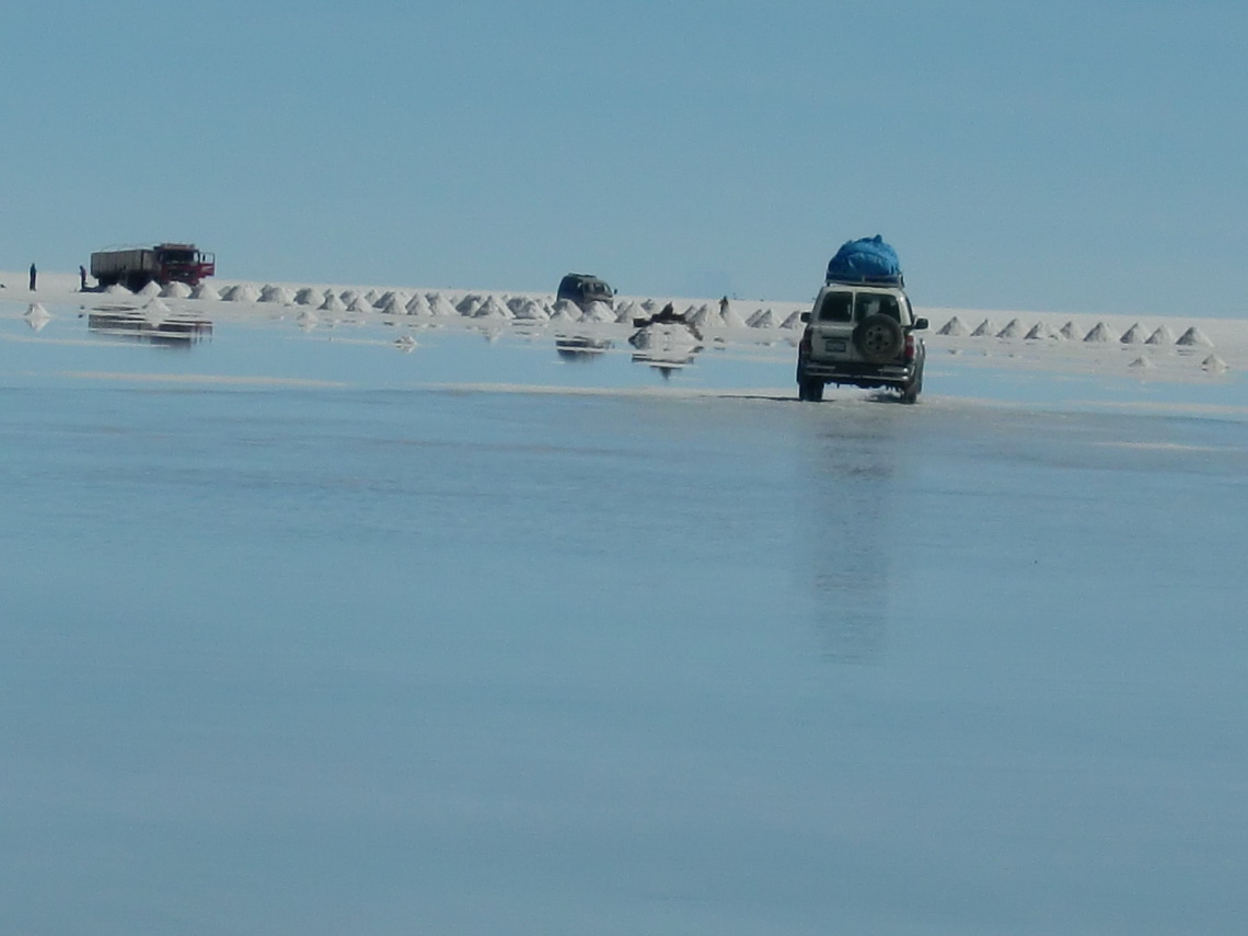 A lot of water on the banks on the Salar de Uyuni