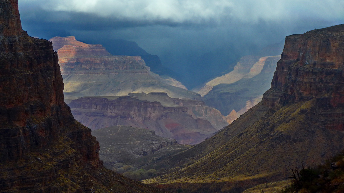 Bad weather on the upper Bright Angel Trail