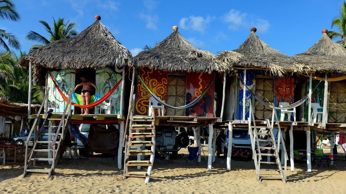 Our campsite La Habana in Zipolite directly on the beach in the shadows of some nice huts