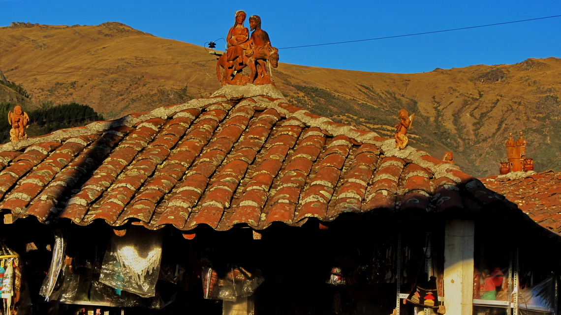 Typical adornment of roofs in the region of Ayacucho